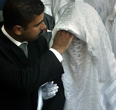 pernikahan memakai cadar Indahnya Pernikahan Sesuai Syariat Islam
