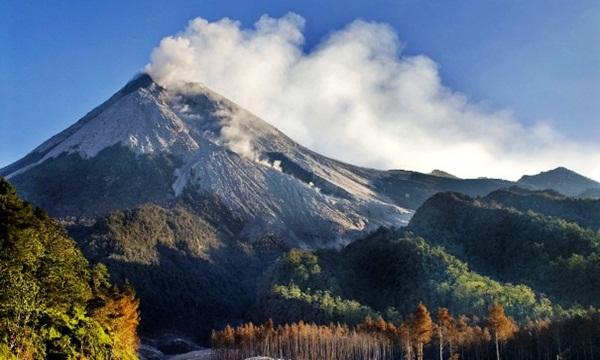Dikabarkan Gunung Merapi Sumatra Barat Meletus