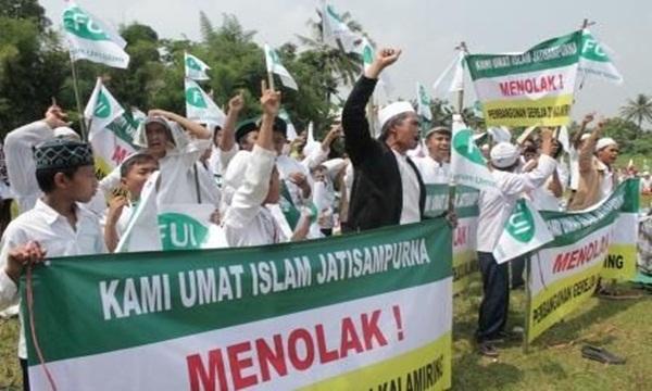 Ratusan Umat Muslim Mengklaim Pembangunan Gereja Kalamiring