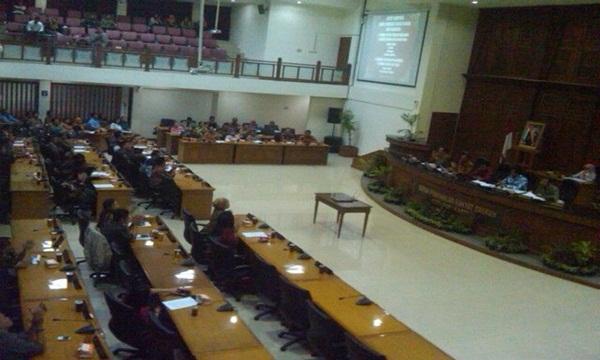 Takbir Menggema Saat Raperda Miras di Tolak Oleh  DPRD Solo