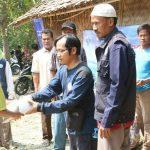 HASMI Menyerahkan Paket Bantuan Kepada Masyarakat Kp Sukarapih
