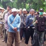 "Kaum Muslimin Iringi Pemakaman Lima Korban Operasi ""Ngawur"" Densus 88 di Ciputat"