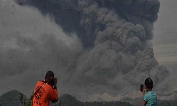 Debu Vulkanik Gunung Kelud Sampai Ke Bogor