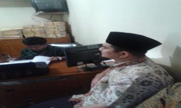 Puluhan Umat Islam Kepung Kapolsek Bekasi Selatan