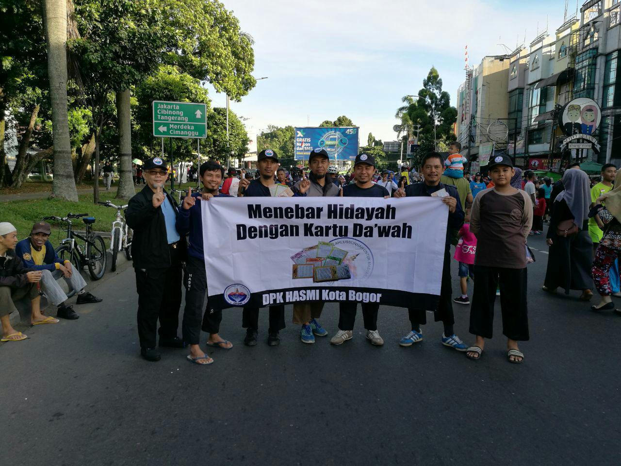 Aktifis Dakwah HASMI Tebar Kartu Dakwah Di Car Free Day Bogor