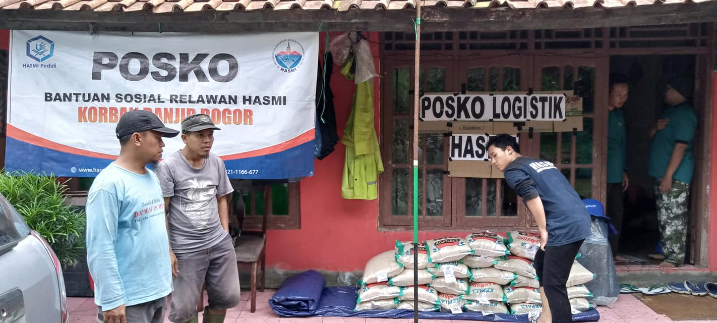 HASMI Dirikan Posko – Bantu Korban Banjir dan Longsor Sukajaya – Bogor