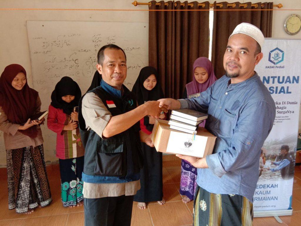 HASMI Kirimkan Mushaf untuk Ponpes Nurul Huda & Riyadhul Banat