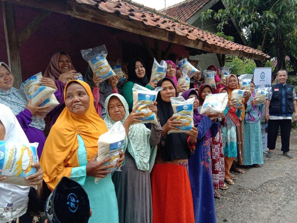 HASMI Berbagi Bahagia dengan Dhuafa di Kabupaten Majalengka