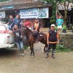 Tak Kurang Ide – Relawan HASMI Tembus Daerah Terisolir Gunakan Kuda