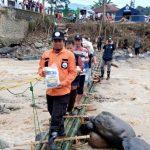 Selesai Bangun Jembatan Darurat – HASMI Berikan Paket Bantuan