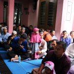 Meski Kebagian di Teras Masjid, Jamaah Tetap Fokus Dengar Tausiyah